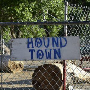 HoundTown_Sign